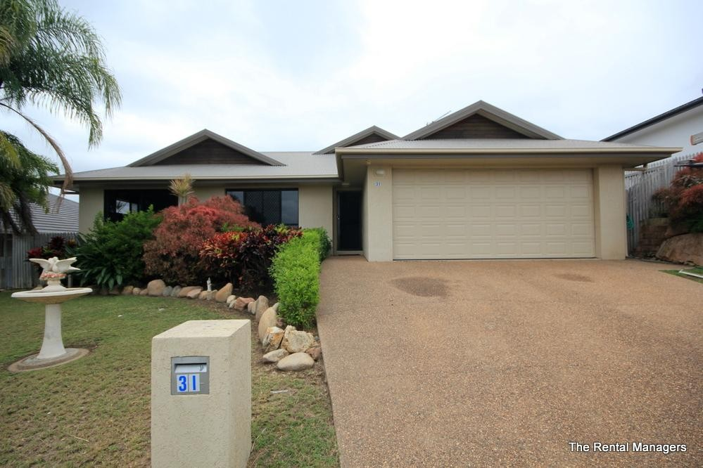 LARGE FAMILY HOME - EXECUTIVE LOCATION